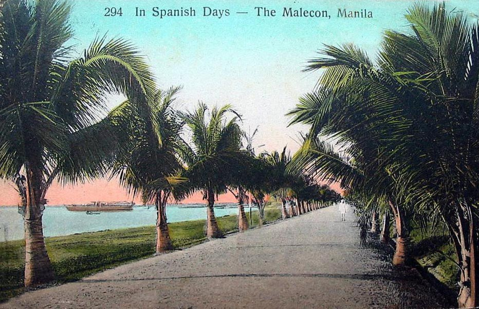 A vintage postcard of the Malecón.